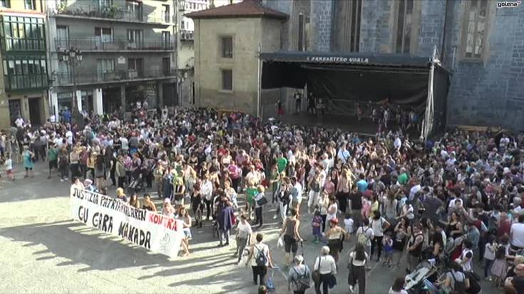 La Manadaren aurkako elkarretaratzea eta manifestazioa