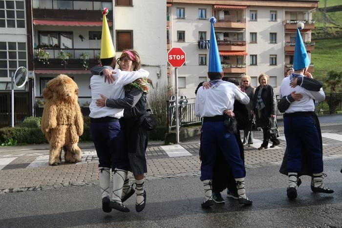 40 dantzarik alaituko dute Aratuste-domekako festa