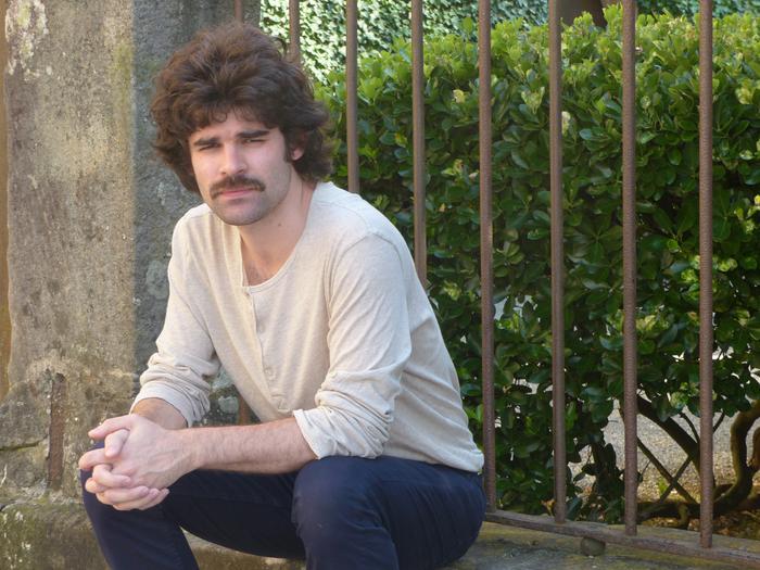 Juan Valls bakarlariaren akordeak entzungai Lazarragan
