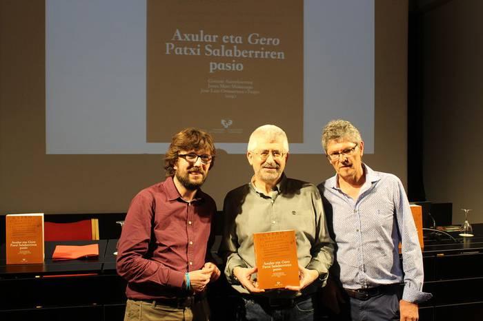"""Patxi Salaberri: """"Hizkuntza ikaragarria du Axularren 'Gero'-k"""""""