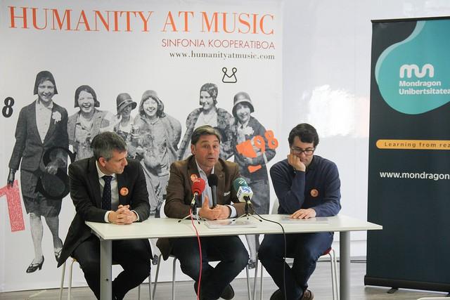 Dena prest 'Humanity at Music' ikuskizunerako