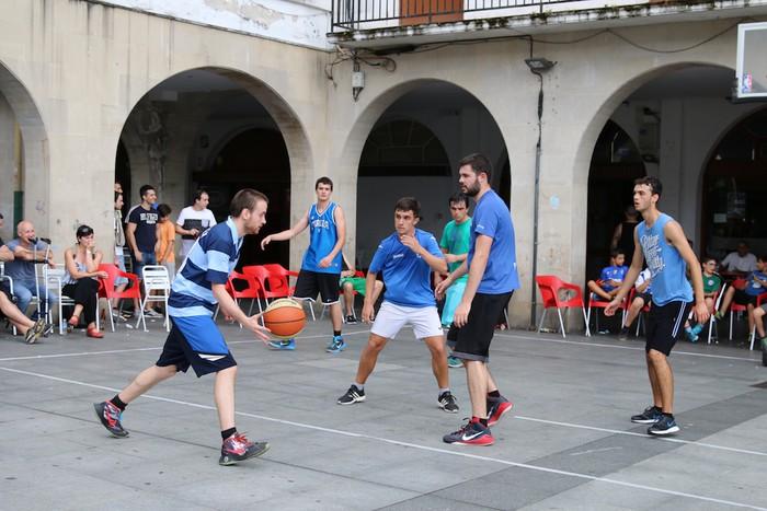 Uztaipeko ikuskizuna Aretxabaletako Herriko Plazan - 16