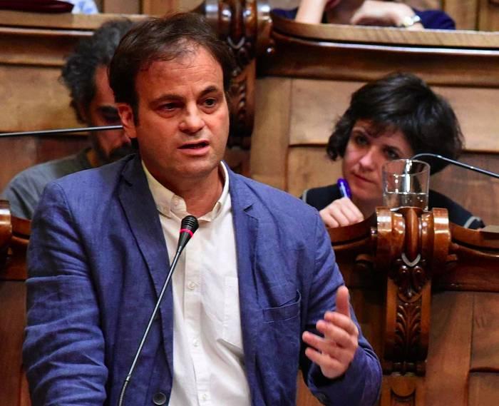 """Jaume Asens: """"Bartzelonako bonbardaketek ia 5.000 hildako zibil eragin zituzten"""""""