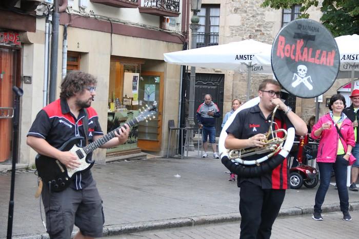 Rockalean taldea, Andramaixen azken txanpan - 9