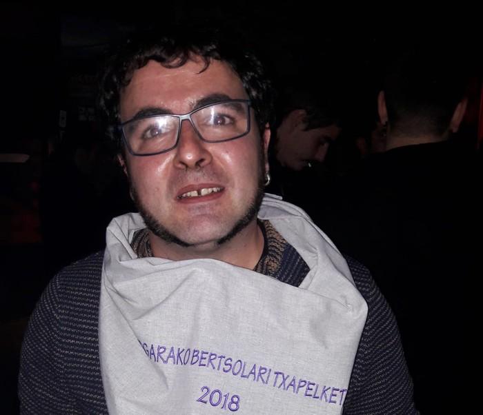 Lopez de Munainek jantzi du Bergarako bertsolari onenaren zapia