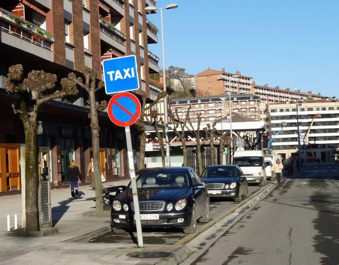 Auto-taxi lizentzia erosteko prozedura ireki du Arrasateko Udalak