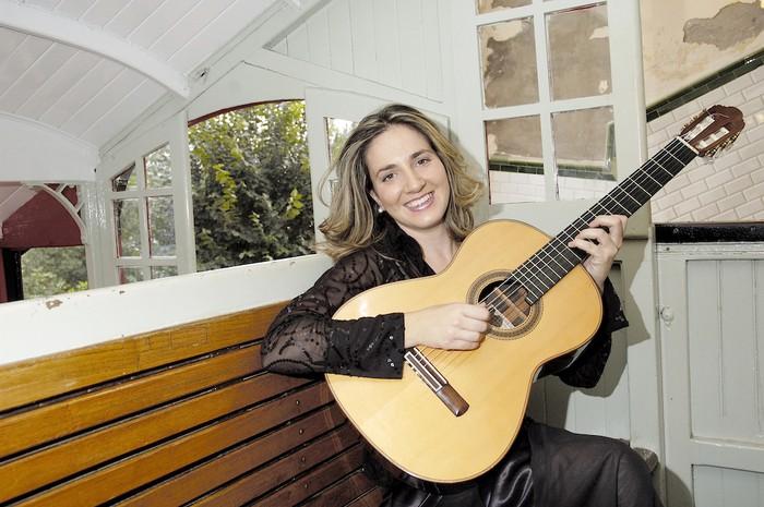 Musika Astea: Carmen Becerra, gitarra kontzertua