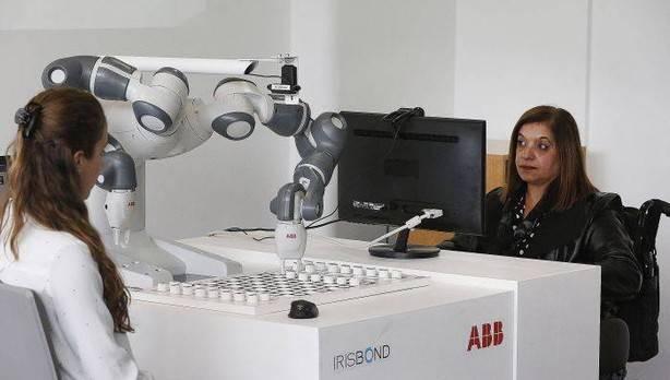 Robotak begiradaz kontrolatzeko modua garatu du Irisbond euskal enpresak