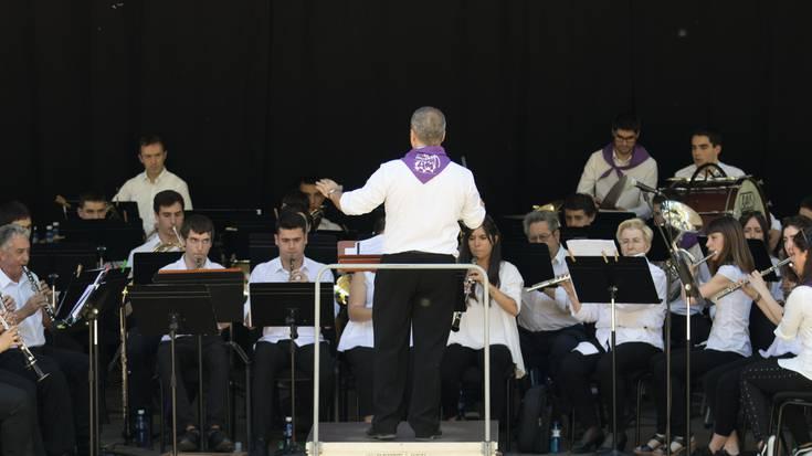 Jose Ramon Vitoriari omenaldia Arrasate Musikalen bandaren kontzertuan