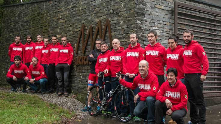 Aloña Mendiko triatloi taldea aurkeztu dute Arrikrutzen