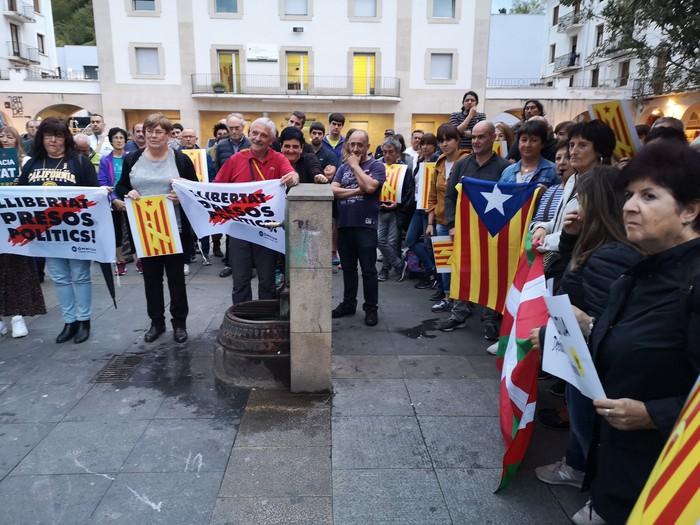 Sententziaren aurka protestan