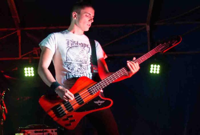 Punk-Oi! estiloko musika nagusi Gatzagan - 16