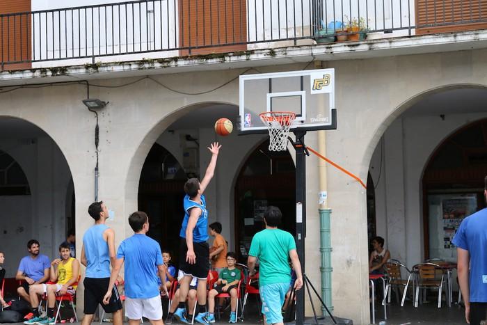 Uztaipeko ikuskizuna Aretxabaletako Herriko Plazan - 14