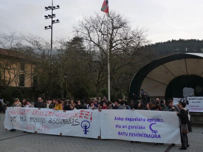 Asko dagoelako egiteko, feminismora batzeko deia egin dute Oñatin