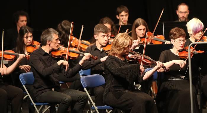 Gertuko doinuak Orkestra Sinfonikoaren eta Goikobaluren kontzertuan