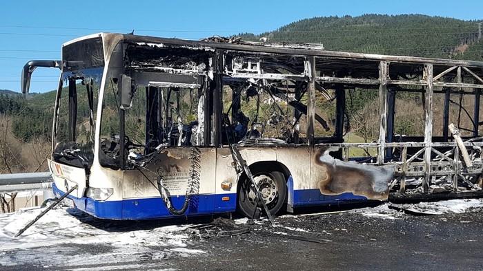 Autobus bat su hartuta Arrasaten - 3