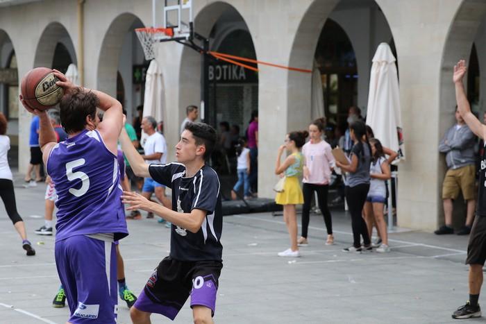 Uztaipeko ikuskizuna Aretxabaletako Herriko Plazan - 20