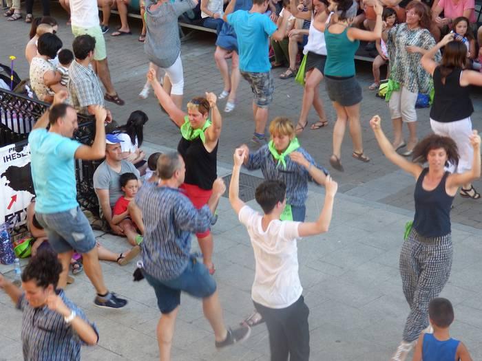 Larrain dantzaren lehen entsegua gaur
