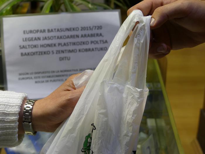 Plastikoaren arazoari aurre egiteko urratsa
