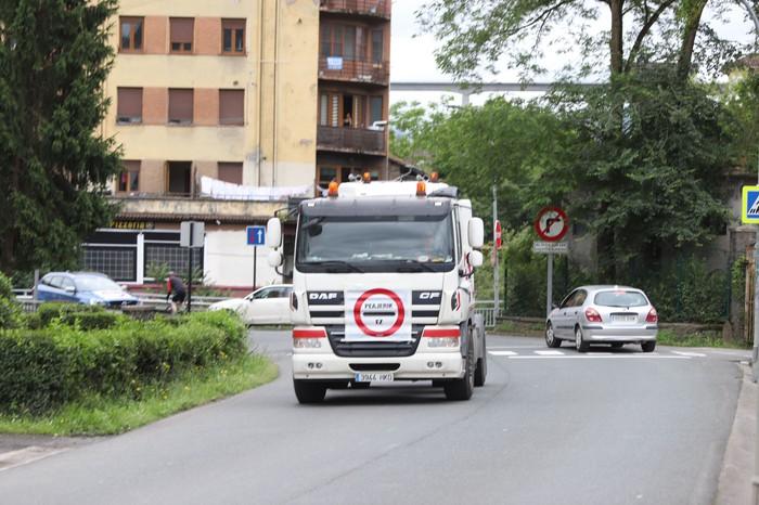 Beasain-Bergara arteko autobidean bidesaririk ez jartzeko eskatu dute eguerdiko auto karabanan