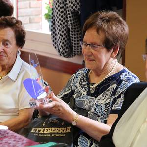 San Joxepe elkartekoek omenaldia egin diete 87 urtekoei
