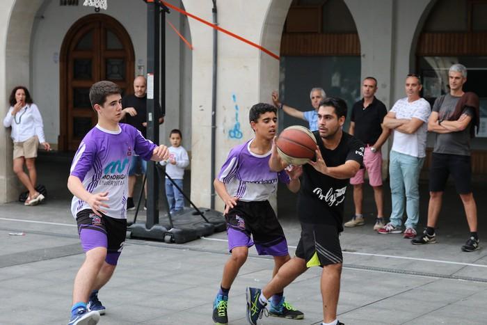 Uztaipeko ikuskizuna Aretxabaletako Herriko Plazan - 30