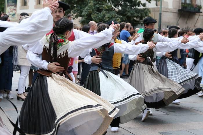 Errementari dantza: 25 urte herritarrak batzen