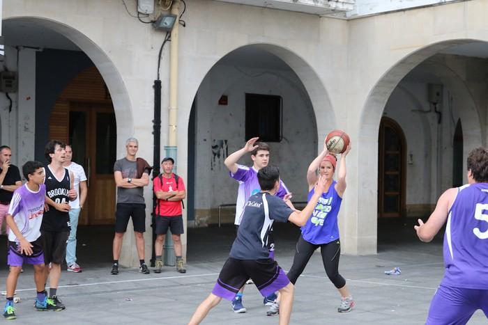 Uztaipeko ikuskizuna Aretxabaletako Herriko Plazan - 28