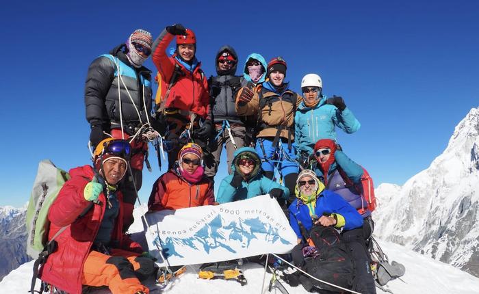 Lobuche deritzon egonlekuan daude gaur, Everest mendiaren inguruetan