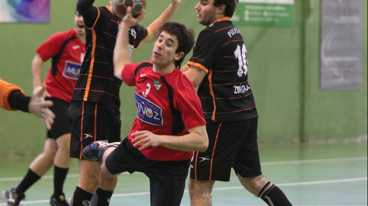 Lehenengo zatian sufritu eta bigarrenean irabazi egin du Izarraitz Muñoz Aloña Mendik (27-25)