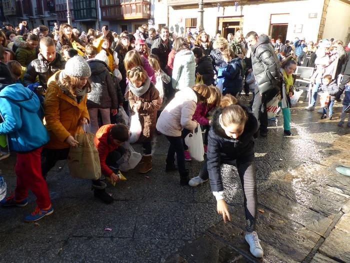 Gozokiak batu dituzte umeek San Nikolas Boloan - 40