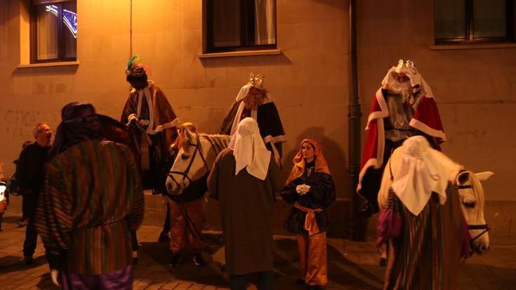 Arrasateko Errege Magoen desfilea argazkitan
