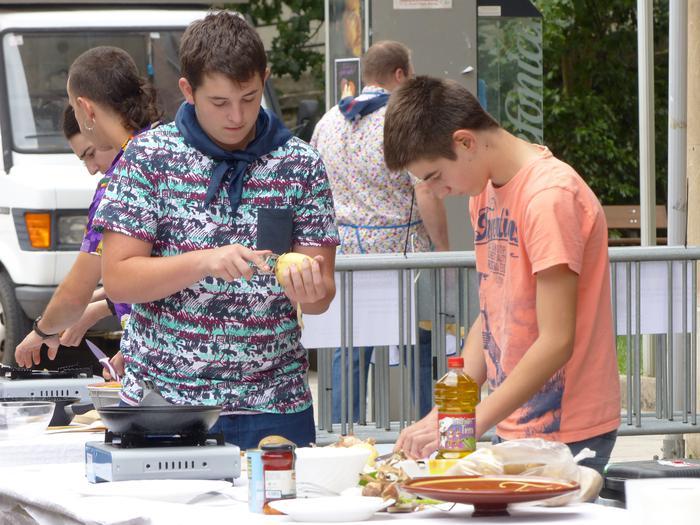 Gastronomia lehiaketan eta kuadrillen jokoetan parte hartzeko izena eman daiteke