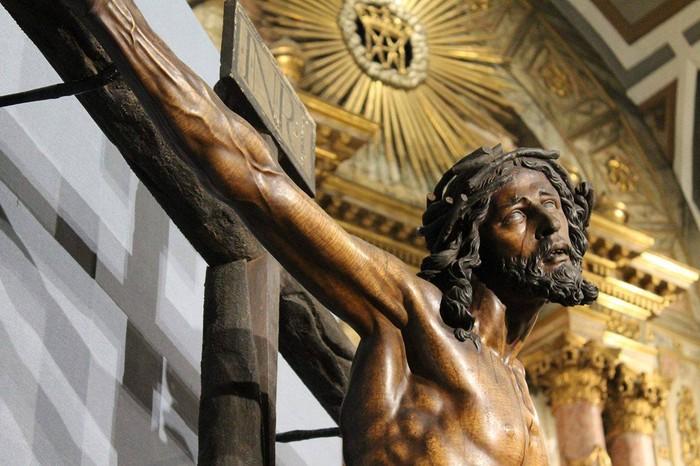 Bergarako Santo Kristo Hilzorikoa ikusgai dago Sevillan  - 8