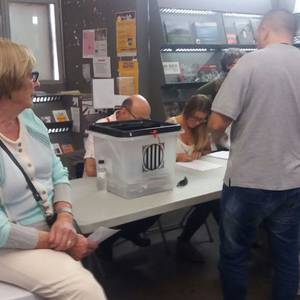 Lasaitasuna eta iskanbilak goizean zehar Katalunian