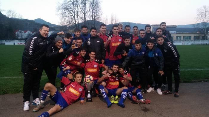 Alavesek irabazi du Igor Fernandezen omenezko futbol txapelketa, penalti jaurtiketatan