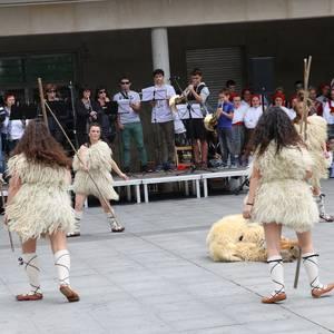 Ibarreko dantzari helduen topaketa arrakastatsua izan da Aretxabaletan