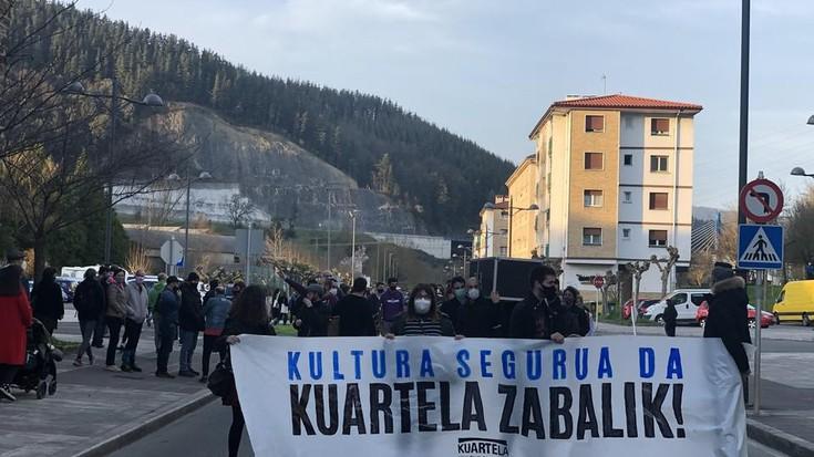 'Kultura segurua da, Kuartela zabalik' lelopean manifestazioa egin dute