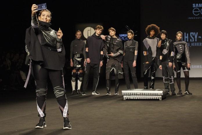 Laura Herrero diseinatzailearen SYNTSIS lanak ireki du Madrileko moda astea