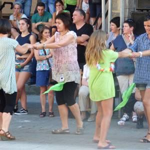 Larrain dantza ere jendetsua