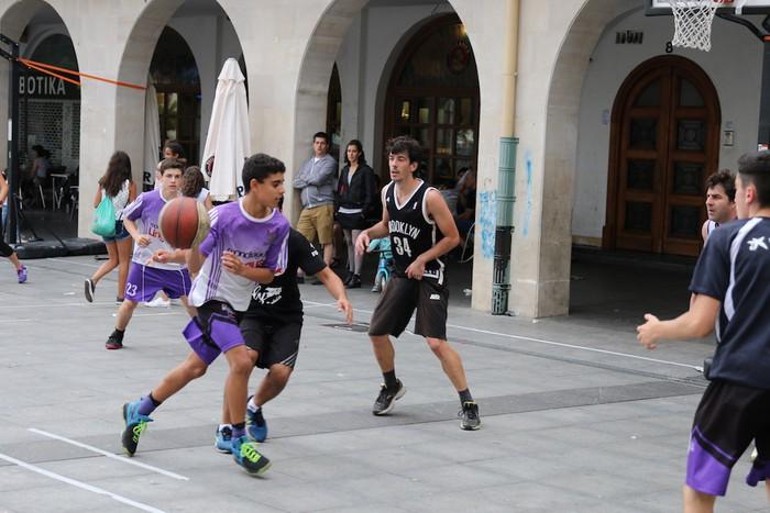Uztaipeko ikuskizuna Aretxabaletako Herriko Plazan - 19