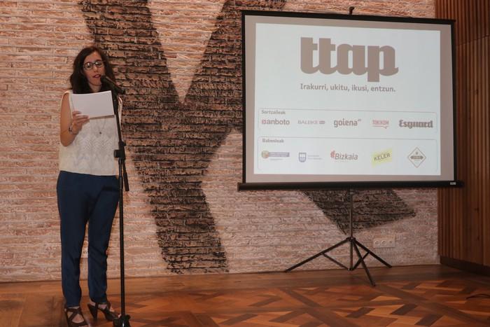 'Ttap' aldizkaria ezagutzeko jende asko elkartu da Donostian - 48