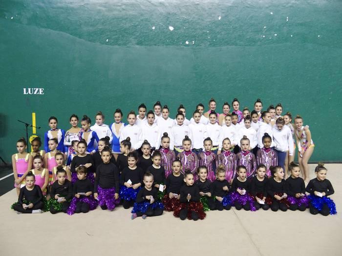 Emozioz beteriko erakustaldia eskaini zuen Ariznoa gimnasia erritmikoko taldeak