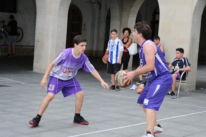 Uztaipeko ikuskizuna Aretxabaletako Herriko Plazan - 29