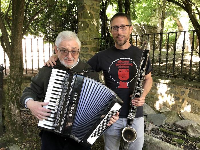 Siriako musikarientzako tresnak biltzen ari dira