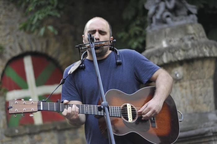 Iker Martinezen musika zuzenean gozagarri