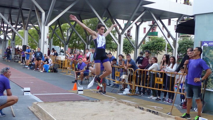 Atletismo erakustaldia Biteri plazan