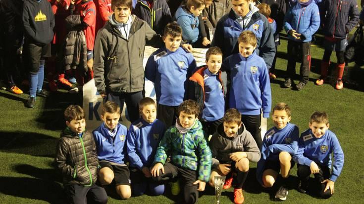 Bixente Etxeandia futbol txapelketa argazkitan