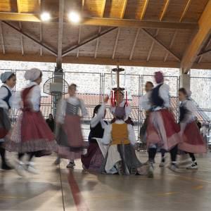 200 ume dantzari baino gehiago, gaur Antzuolako Haur Dantzarien Egunean