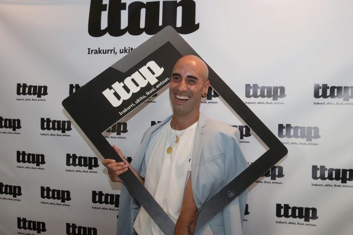 'Ttap' aldizkaria ezagutzeko jende asko elkartu da Donostian - 80